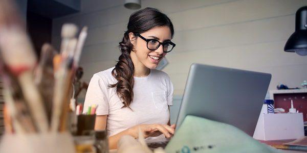 Los Asistentes Virtuales podemos mover el mundo desde nuestra cuenta de Gmail. No solo nos sirve para enviar y recibir las comunicaciones de nuestros clientes, sino que funciona como nuestra agenda digital: recordatorios, documentos, nube y un sinfín de herramientas más que hacen nuestra vida mucho más fácil.  Google sabe que es pieza fundamental del equipo de trabajo de miles y[…] Leer más…